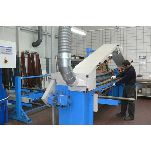Double-belt grinding machine with vacuum clamping system for sheet metal and housings.