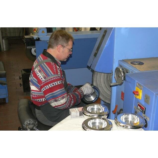 "Polishing with the ""buffing disc"", a rapidly rotating cloth disc with polishing paste."