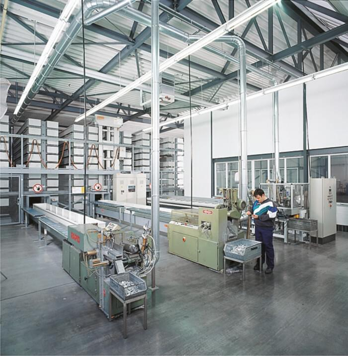 Automatic manufacturing systems for profiled handles