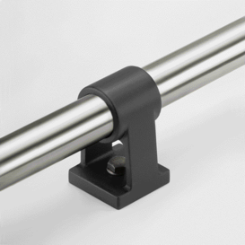 Assistance for stabilisation of overlong tubes e.g. on railing systems